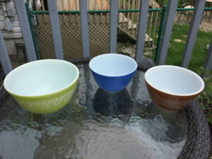 3 Vintage Pyrex Color Mixing Bowl