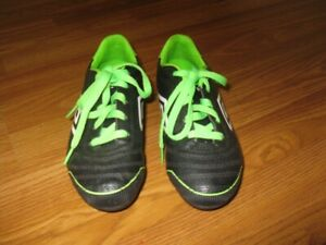Umbro Soccer Cleats Size Kids 2