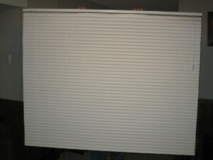 WHITE VINYL VENETIAN WINDOW BLIND