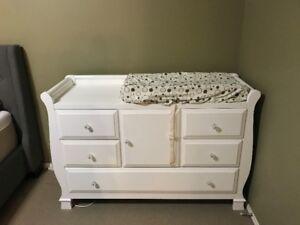 baby crib (3 in 1), changing dresser