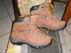 ** PRICE REDUCTION ** ROCKPORT XCS  Gore-Tex Winter  boots