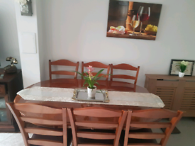 Extendable dinning Table in good condition with 6 chairs