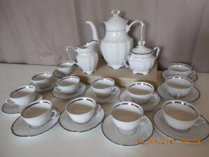 Ensemble à thé complet en porcelaine POLOGNE WAKBRZYCH