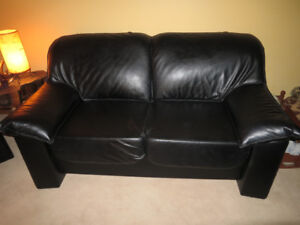 2 black leather couches, in perfect condition
