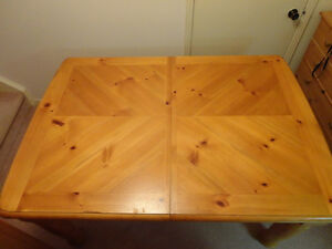 Solid Wood Table & 4 Solid Wood Chair set in Honey Stain Kitchener / Waterloo Kitchener Area image 2
