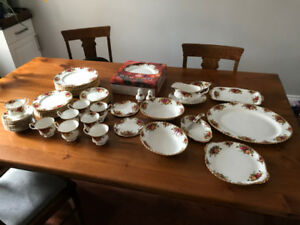 Classic Royal Albert Old Country Roses china - 10 place setting