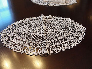 Set of 3 white lace doilies NEW  (never used) Kitchener / Waterloo Kitchener Area image 3