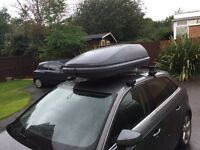 Roof box and roof rack