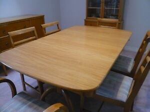 Price Reduced -- Duncan Pfyffe Dining Table and Chairs Kitchener / Waterloo Kitchener Area image 2
