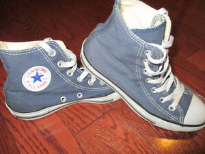 Converse youth size 4  or ladies size 6 unisex shoes