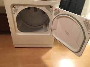 Whirlpool Washer and Dryer (LSQ8500JQ1 + YLER5635JQ0) West Island Greater Montréal image 3