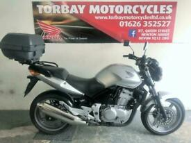 HONDA CBF500 2005 05 REG IN SILVER WITH TOP BOX 18959 MILES