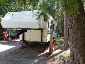 Fifth wheel and camper