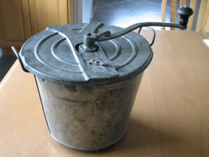 Vintage Bread Maker Pail - Universal  no. 4 - Made in USA