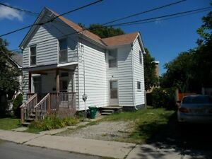Students:nice 4 br house  steps to Queens,may 1st