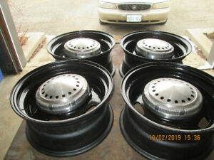 4 dodge/chrysler police rims and hubcaps
