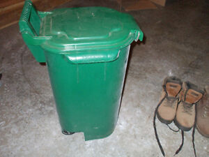 FOR SALE GREEN COMPOST CONTAINER,,(GARBAGE CAN)