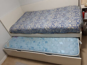 Twin day bed for sale + free twin mattress