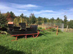 Horse sleigh, removable seats. Equipped for double hitch