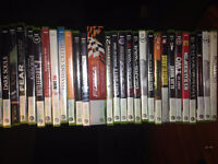 XBOX 360 blanche + 4 MANETTES + KINECT + 34 JEUX