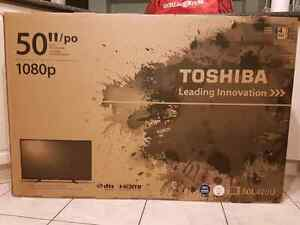 "Toshiba 50"" flat screen tv Cambridge Kitchener Area image 1"