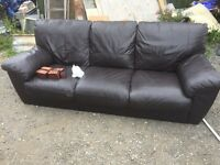 LARGE BROWN LEATHER SOFA. CAN DELIVER 2 U