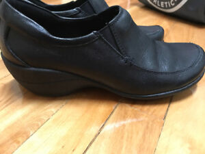 Hush Puppies wait staff leather shoes.