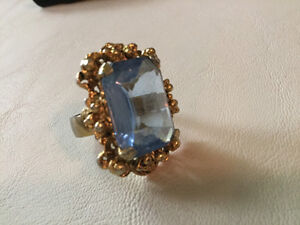 Beautiful clear blue vintage statement ring (A214)