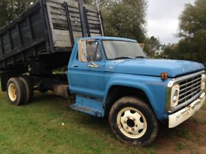 1975 Ford F600 dump truck Reduced now 1500.00