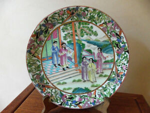 ANTIQUE CHINESE HAND PAINTED PORCELAIN FAMILLE ROSE CANTON PLATE