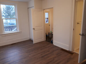 Lrg Sunny 1 Bedroom 1 Bathroom for Rent in Watford, ON w/Parking