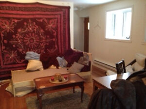 DOWNTOWN 3 1/2 - AVAILABLE IMMEDIATELY 1/2 OFF 1ST MONTH'S RENT