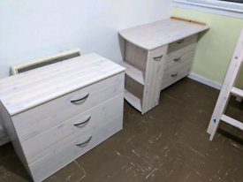 2 chest of drawers and table set