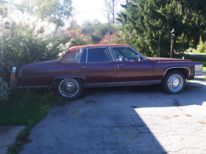 79 Cadillac Fleetwood Brougham 7.0L Only 72000km 2200$