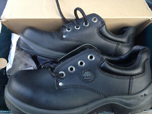 NEW PAIR OF SZ 8.5 STEEL TOED WORK SHOES
