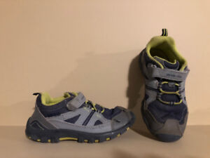 Stride Rite Boy's Toddler Size 10 Sneakers