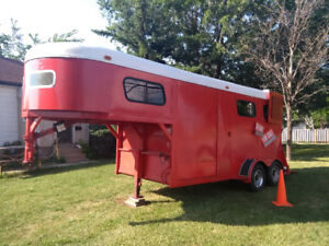 2 horse trailer with sleeping quarters