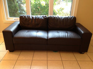 Beautiful brown leather sofa like new!