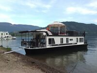 Private houseboat for rent on Shuswap Lake