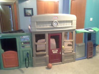 Little tikes 6in1 town center mint shape kept indoors play house