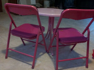 DORA TABLE AND CHAIRS Cornwall Ontario image 3