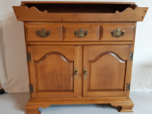 Dry Sink - Cabinet - Roxton Hardwood Maple