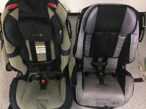 2 sièges d'auto