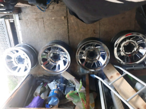 4 mags ford 5 trous 15 pouces 75$