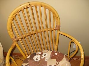 Rattan table with glass top & two chairs Stratford Kitchener Area image 5