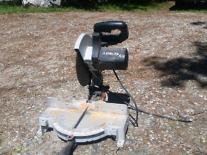 Delta compound mitre saw