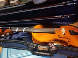4/4 violin.  Nice case, bow, chin rest.