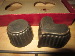 Griswold Patty Mold set includes 2 molds and a handle, 30's/40's Stratford Kitchener Area image 2