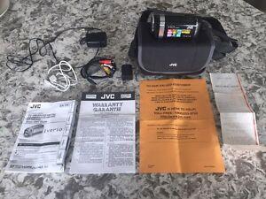 JVC  GZ-HM690BU