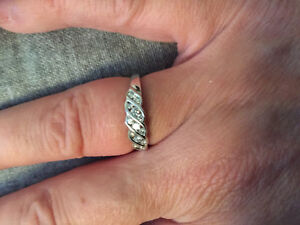Beautiful sterling silver and diamond ring
